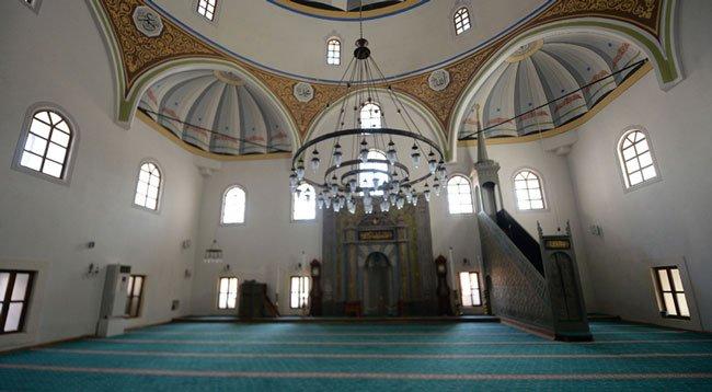 Asırlık Camiler Tarihinin En Sessiz Günlerini Yaşıyor