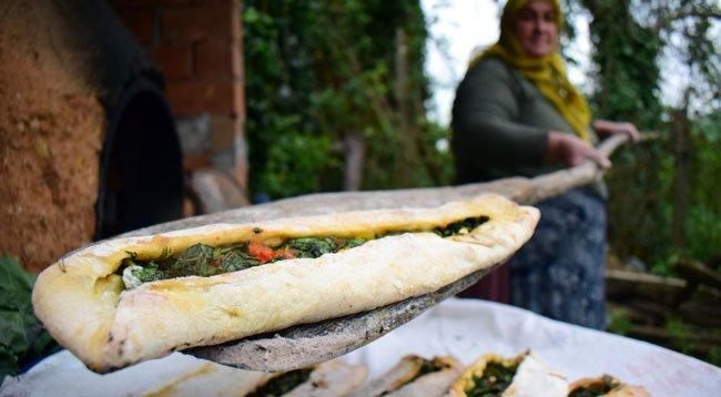 'Mancarlı Ekmek' Ramazan Sofraları İçin Pişiyor