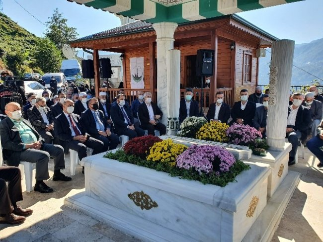 Zavendikli Mustafa Hocaefendi Kabri Başında Anıldı